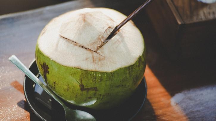 Kelapa ijo bisa menjadi sumber nutrisi yang baik bagi tubuh. (Foto: Pexels - Thunyarat Klaiklang)