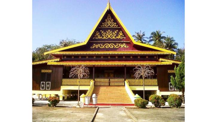 Rumah Adat Kepulauan Riau umumnya digunakan sebagai tempat berkumpul bagi masyarakat. (Foto: Verdant)