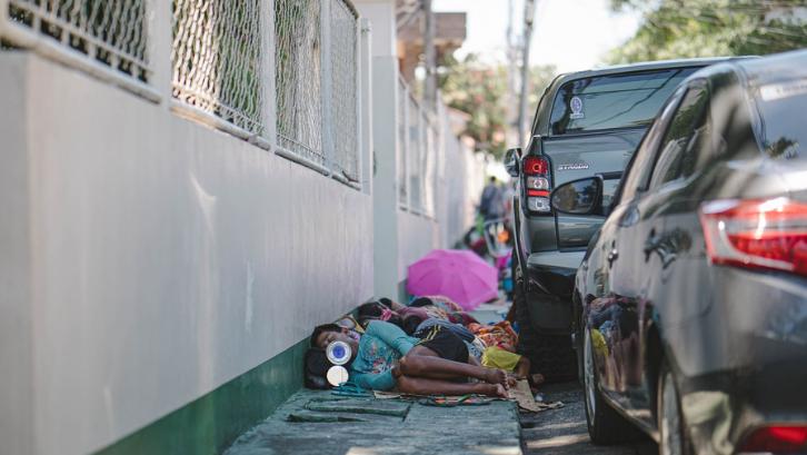 Di Indonesia masih ada banyak sekali masyarakat yang termasuk ke dalam golongan miskin atau tidak mampu. (Foto: Pexels - Denniz Futalan)