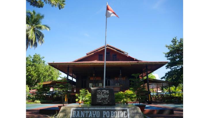 Rumah adat Bantayo Poboide digunakan untuk musyawarah masyarakat setempat. (Foto: Jelajah Langkah)