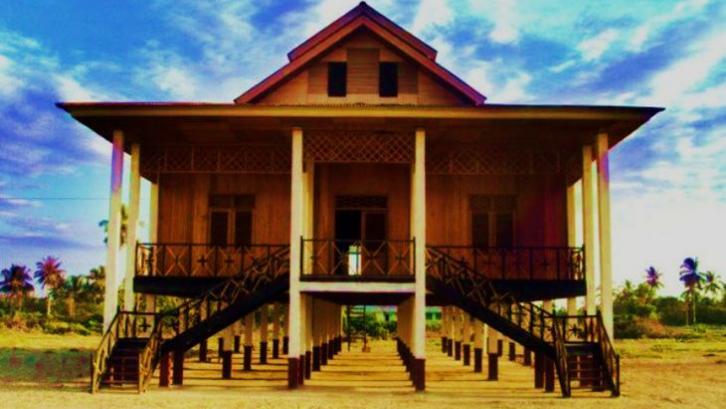 Rumah Adat Gobel merupakan rumah adat yang ditempati oleh Kerajaan Gobel di Gorontalo. (Foto: Pastiguna)