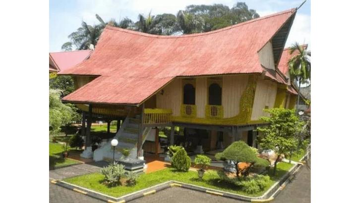 Rumah Adat Melayu Majo dibagi ke dalam dua massa bangunan berbeda. (Foto: ResearchGate)
