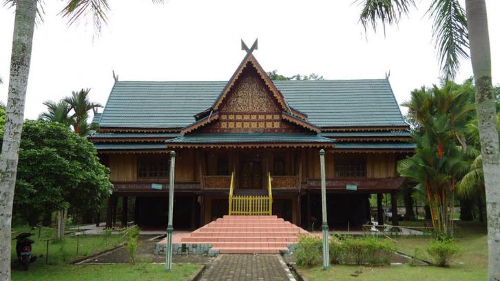 Rumah Adat Lipat Kajang mulai jarang sekali ditemukan di Indonesia. (Foto: Good News From Indonesia)