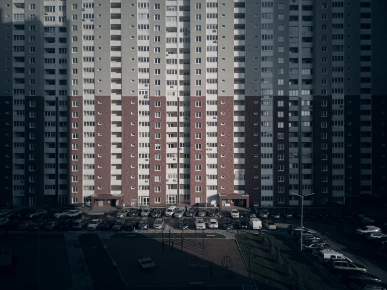 ตึกสูงบังแดด-บังลม บ้านหรืออาคารข้างเคียงผิดกฎหมายหรือไม่