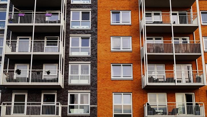 Apartemen studio menarik imbal hasil antara satu dan satu setengah persen lebih tinggi dari jenis properti lainnya. Sumber: Pexels - George Becker