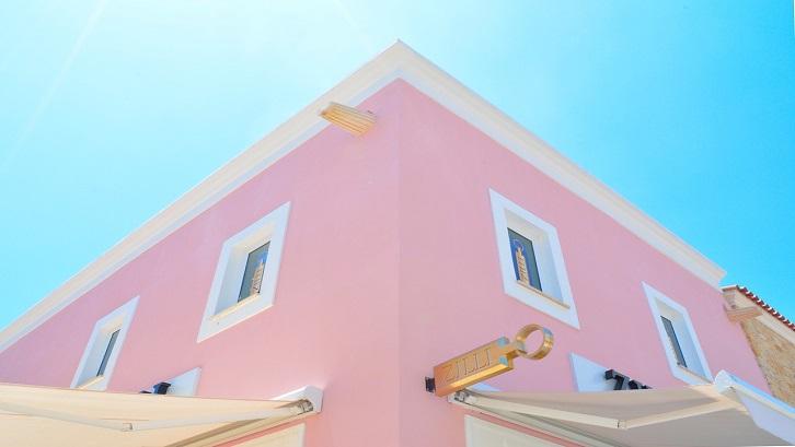 Ruangan berwarna pink pastel sangat menonjol dengan kesan feminin. Sumber: Pixabay - StockSnap