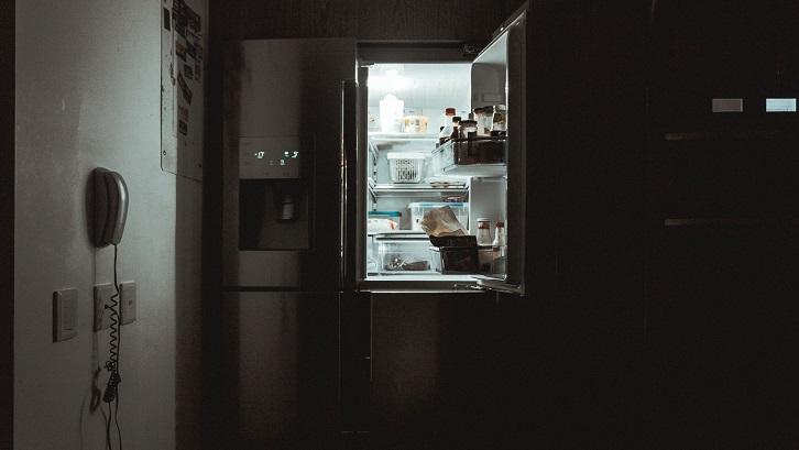 Kulkas pintar dapat memberi tahu Anda apa yang ada di dalam lemari es. Sumber: Unsplash - Nrd