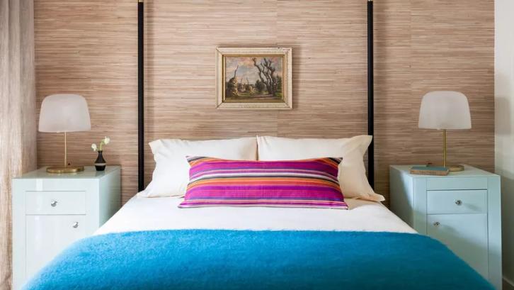 Munculkan sisi ceria Anda dengan memberikan perpaduan warna beige dan mint pada kamar tidur. (Foto: My Domaine)