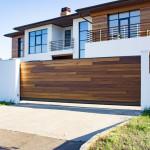 5 แบบประตูหน้าบ้าน ข้อดี-ข้อเสียที่ควรรู้ เพิ่มมูลค่าให้บ้านสวย